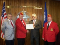 Sep3,2009_JrViceCmdt John Walker Presenting award to Boise Mayor.JPG